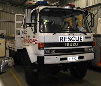 SES - Vehicle - XQA 421 - Isuzu flat bed truck at Kingston